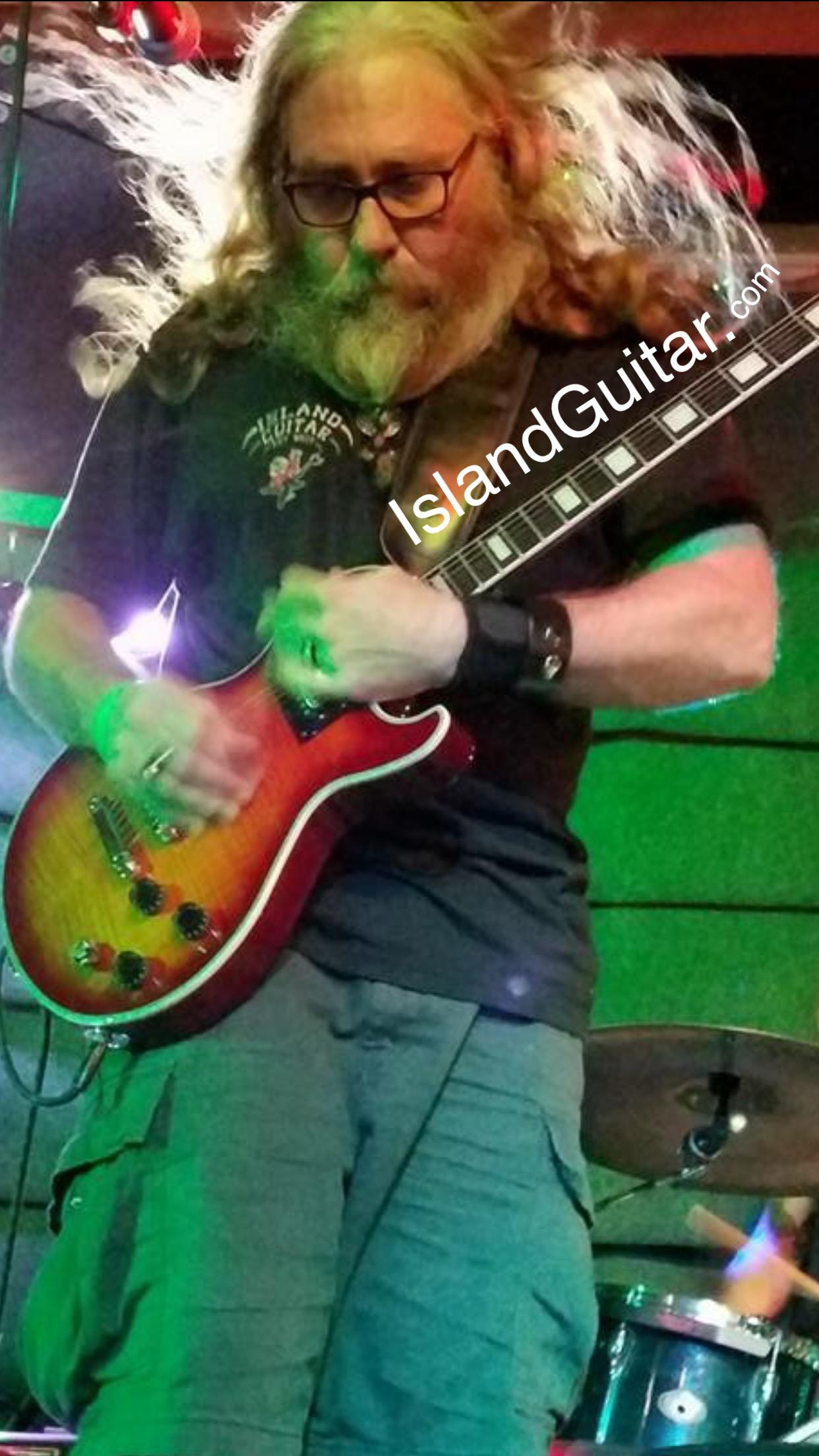 Playing my new Dean Thoroughbred guitar with my blues rock